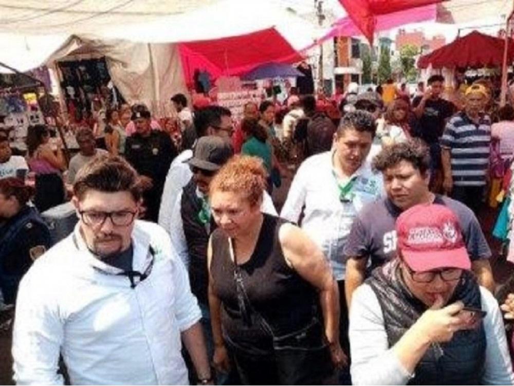 En semáforo rojo por COVID-19, capitalinos abarrotan Lagunilla y Tepito