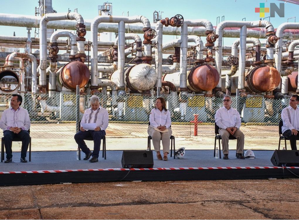 Existen elementos a favor para el tren de refinación en Cangrejera: López Obrador