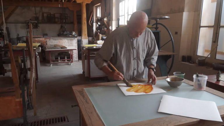 Invita IVEC a conocer la producción de papel hecho a mano en el Museo Vivo del Papel
