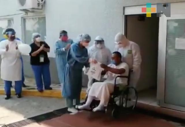 Entre aplausos, dan de alta a un paciente más en ISSSTE de Coatzacoalcos