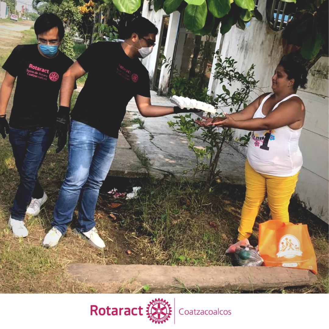 Rotaract Coatzacoalcos entrega despensas a familias necesitadas de Coatzacoalcos