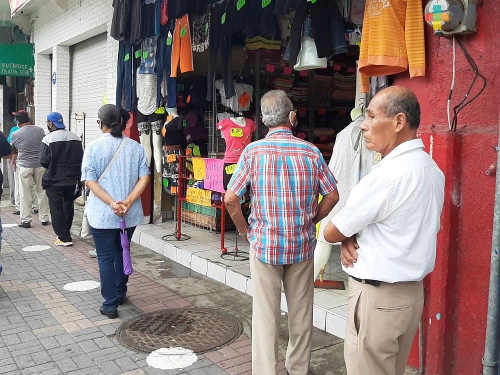 Sin tomar en cuenta semáforo rojo, comercios abren sus puertas este lunes en Coatzacoalcos