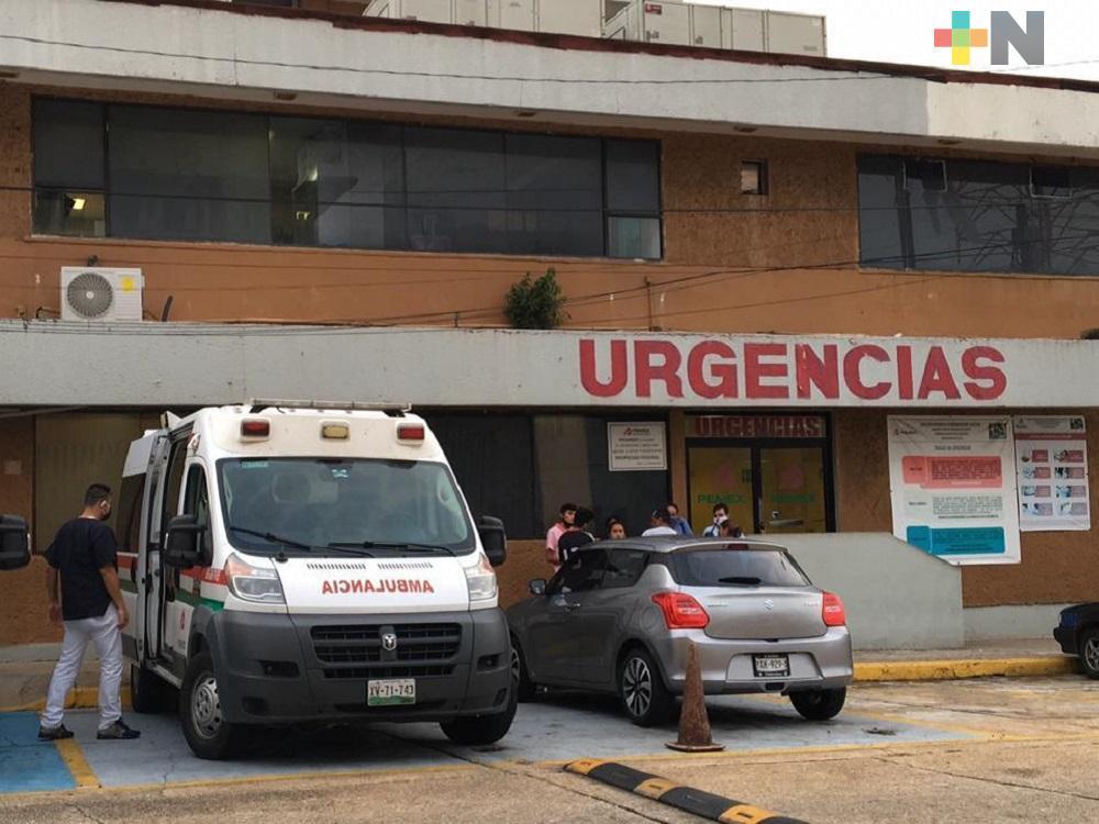 Familiares solicitan mayor información sobre pacientes internados en clínica de Pemex