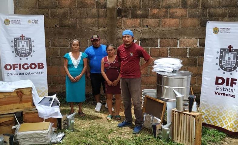 DIF estatal entregó recursos y equipo, para proyectos productivos de abejas en municipio de Acayucan