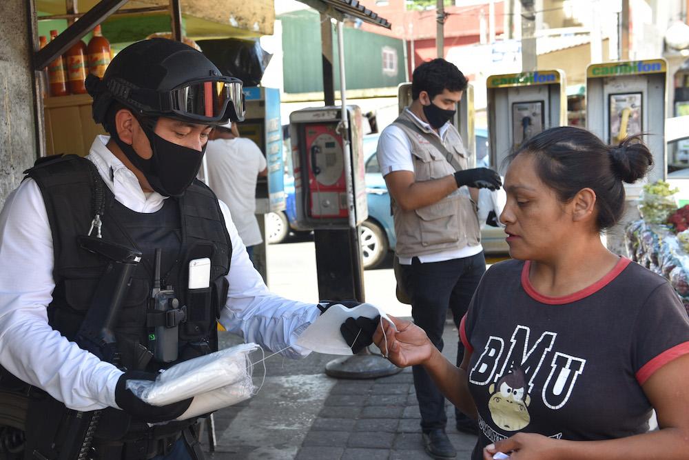 Inicia Ayuntamiento de Xalapa entrega de 160 mil cubrebocas