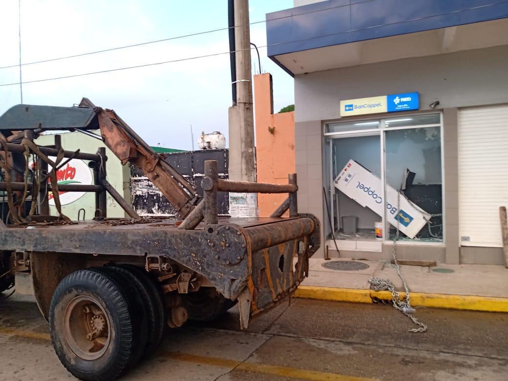 Fuerzas de seguridad frustran robo de cajero automático en Jáltipan