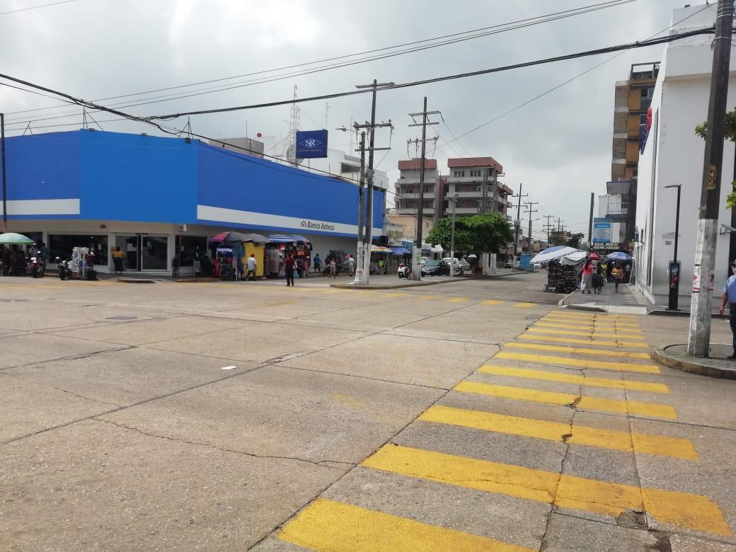 Para evitar aglomeraciones, retiran a vendedores ambulantes en Coatzacoalcos