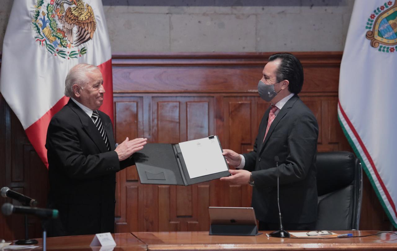 Mario Raúl Mijares Sánchez, fue designado rector del Colegio de Veracruz