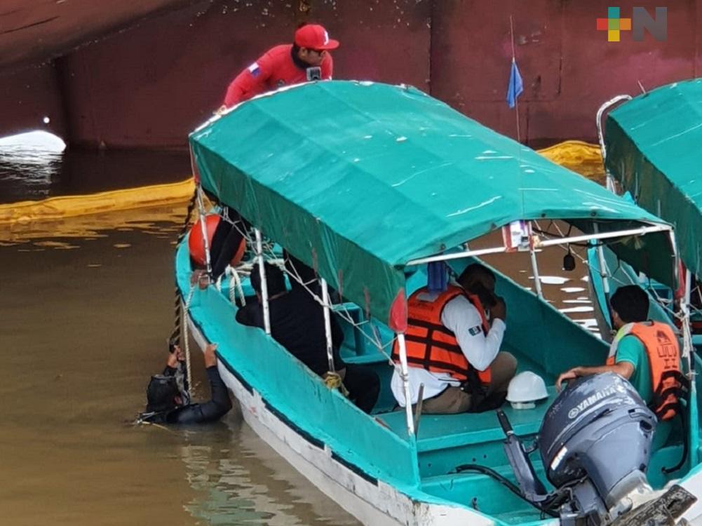 Dos trabajadores desaparecidos tras hundimiento de lancha de Pemex en río Coatza