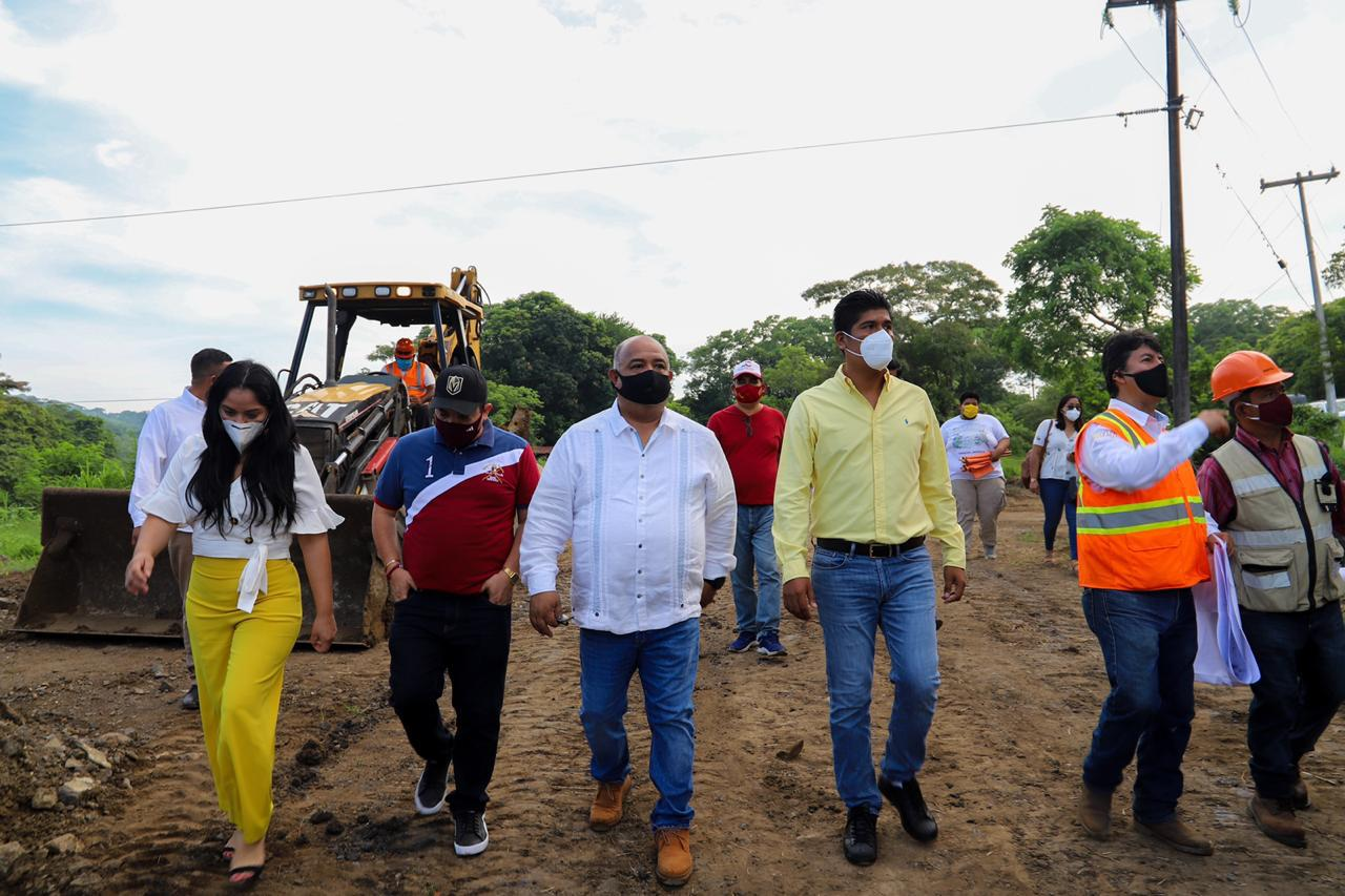 En representación del gobernador del estado, secretario de Gobierno realiza gira en zona de Los Tuxtlas