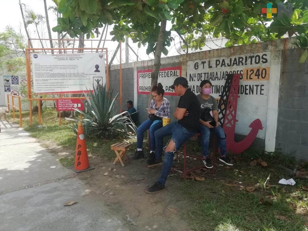 Familiares piden informes sobre trabajadores de Pemex rescatados, aún no saben nada