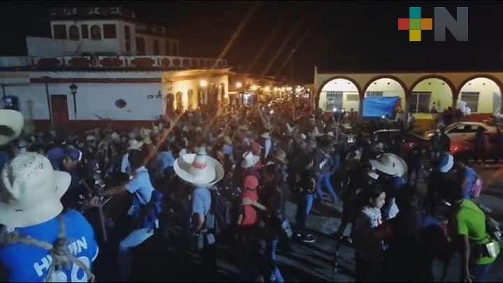 Xiqueños se aglomeraron en la «noche de los cencerros»