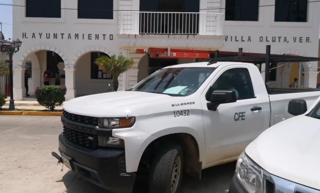 Por adeudo, CFE cortó energía eléctrica al ayuntamiento de Oluta