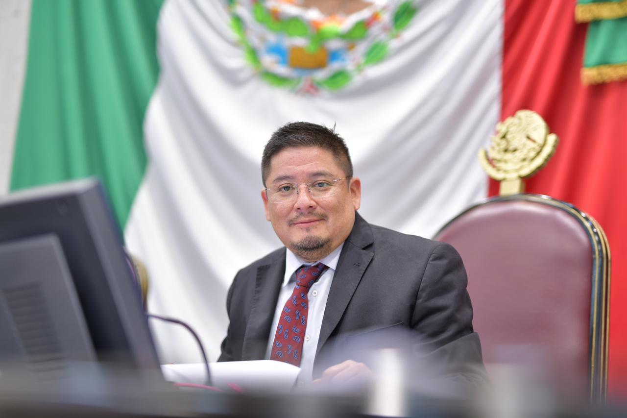 Enfocado en mi encargo y sin cola que me pisen: Rubén Ríos Uribe