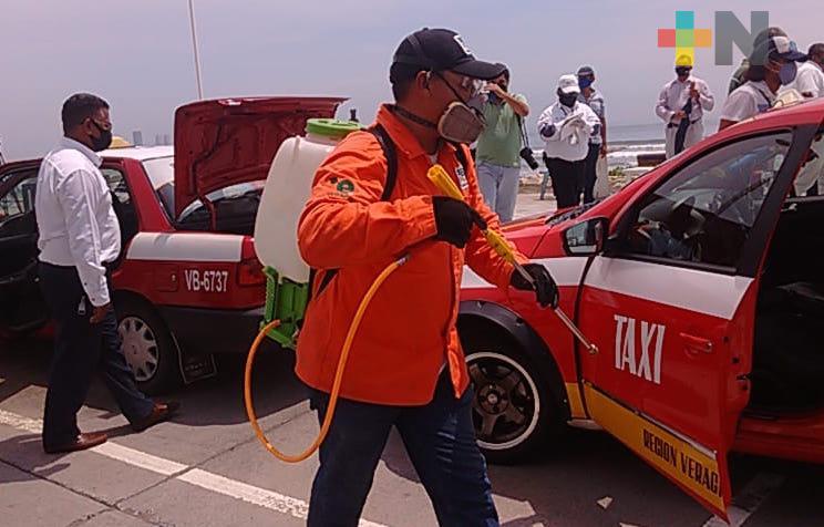 Tránsito del Estado desinfecta taxis y camiones urbanos de Veracruz-Boca del Río