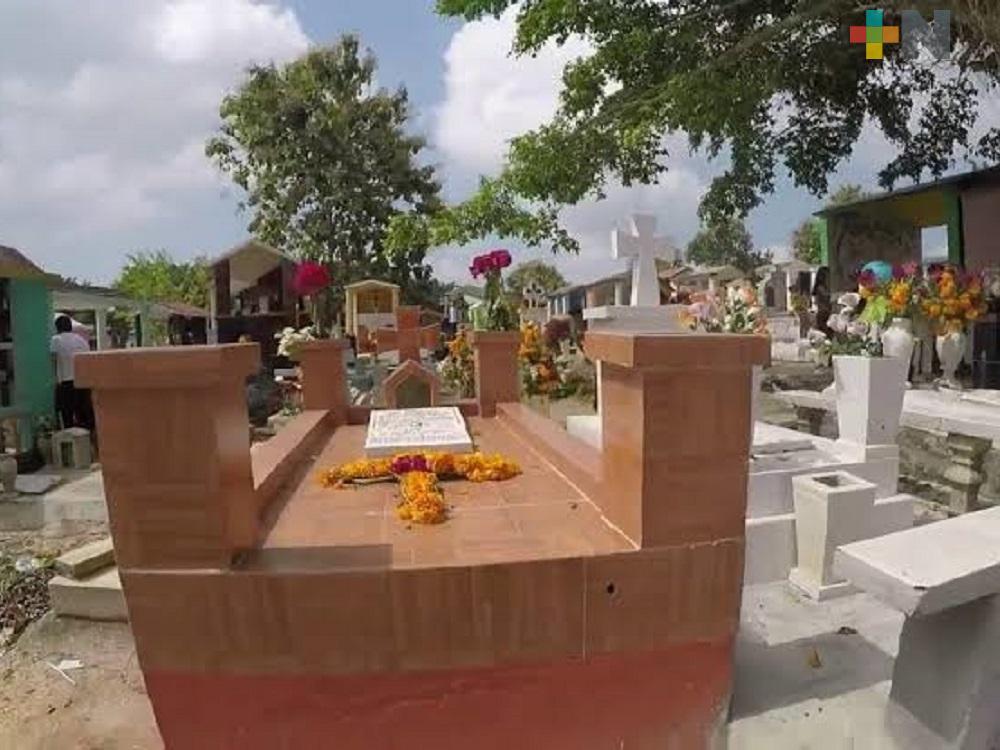 Reportan 52 inhumaciones de personas fallecidas por COVID-19 en panteón de Minatitlán
