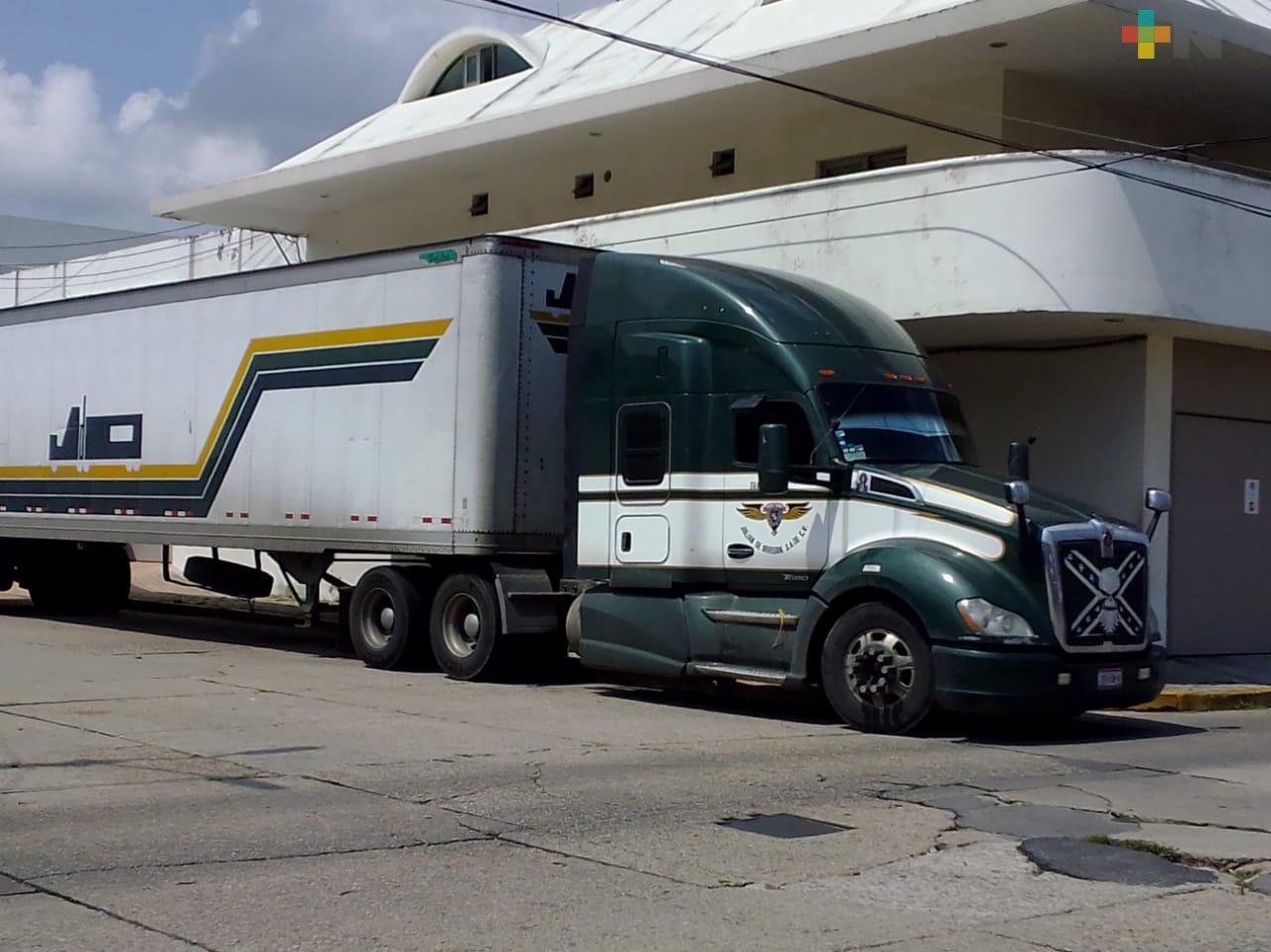 Ejército Mexicano detiene tráiler con productos piratas en autopista Nuevo Teapa-Cosoleacaque