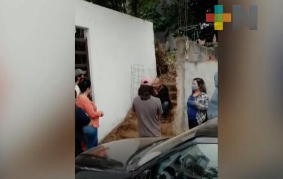 Vecinos de fraccionamiento de Xalapa se manifiestan en contra de construcción que vulnera su seguridad