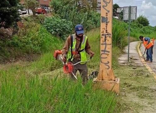 Ayuntamiento da mantenimiento a áreas verdes del municipio de Xalapa