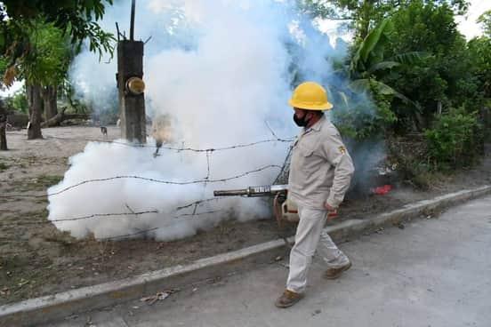 Fumigaciones y descacharrización, entre las acciones de Salud contra el dengue en municipios