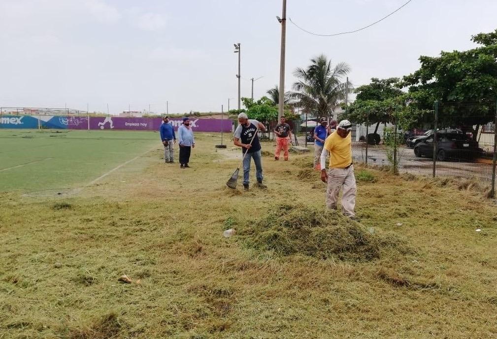Brindan mantenimiento a espacios deportivos en Coatzacoalcos
