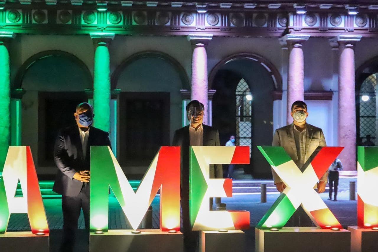 Iluminación durante festejos patrios resalta la trascendencia de Veracruz en la Independencia de México