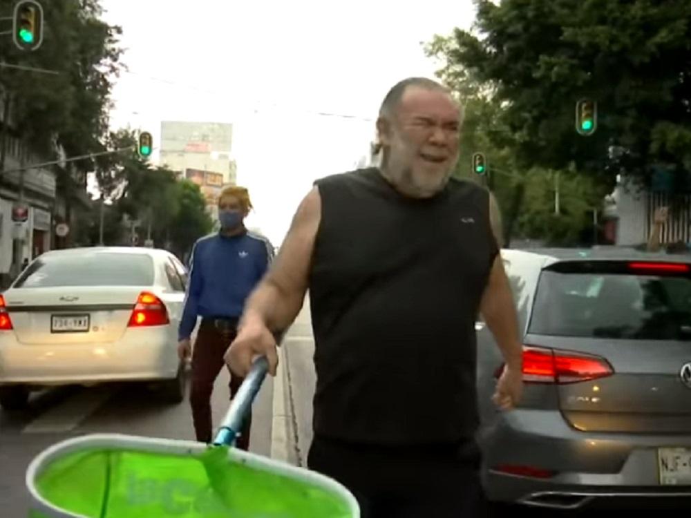 Jesús Ochoa se solidariza con artistas callejeros