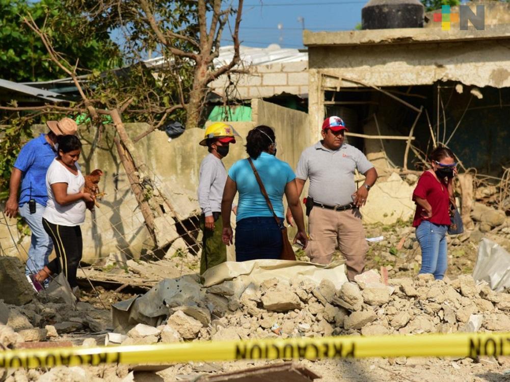 Alcalde de Soconusco, recorre casas afectadas por explosión