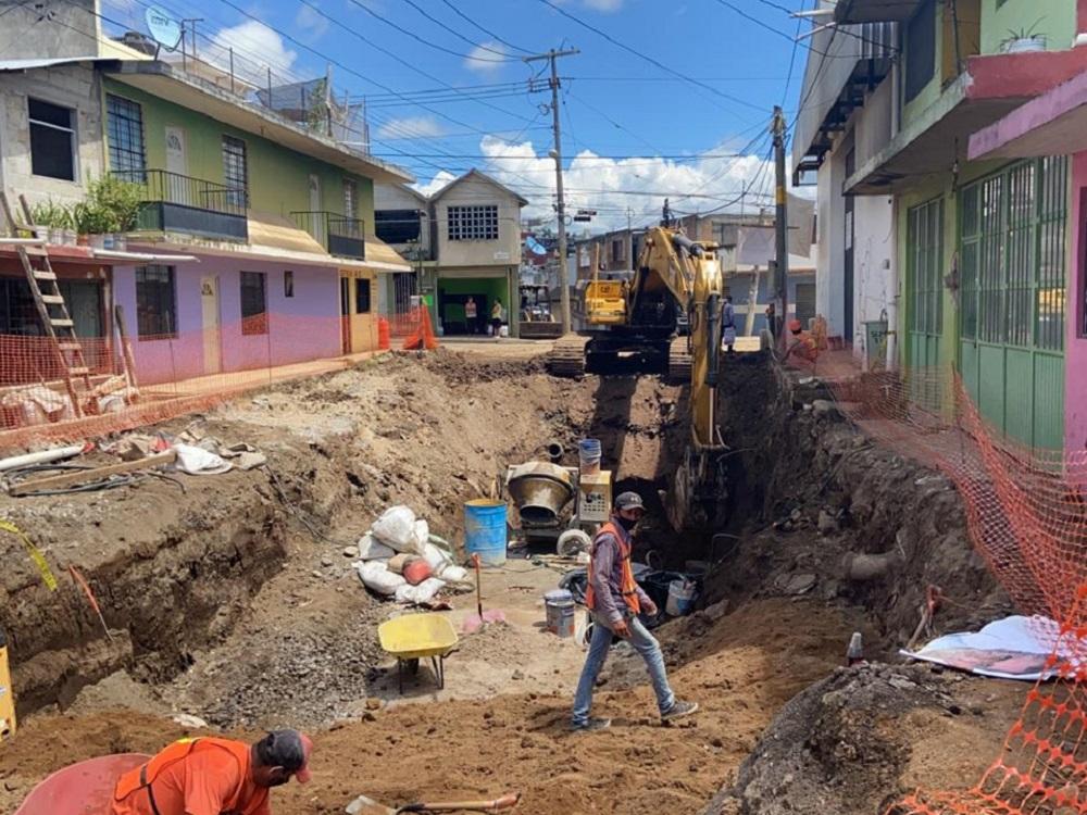 Avanza rehabilitación integral de la calle Rubí en Xalapa