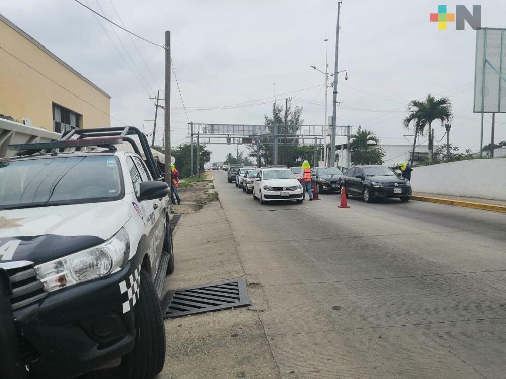 Continuarán filtros para acceder a Coatzacoalcos  hasta cambien al semáforo verde
