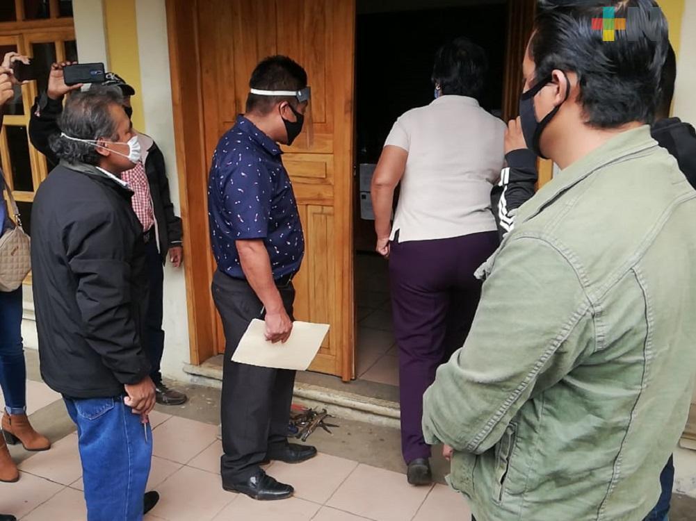 Liberan palacio municipal de Coetzala, trabajadores reanudan labores