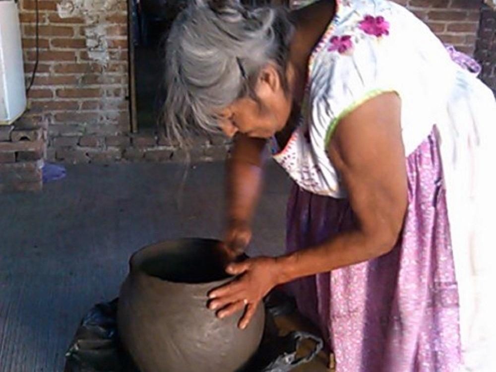 Difunde IVEC investigación sobre la cerámica de los totonacos de El Tajín