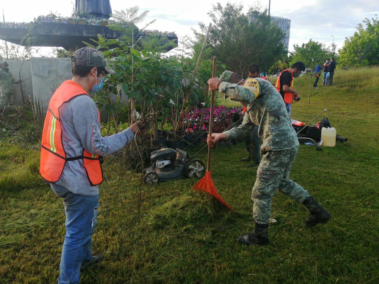 Personal de la Secretaría de Gobierno y SEDENA realizaron acciones de embellecimiento en Xalapa