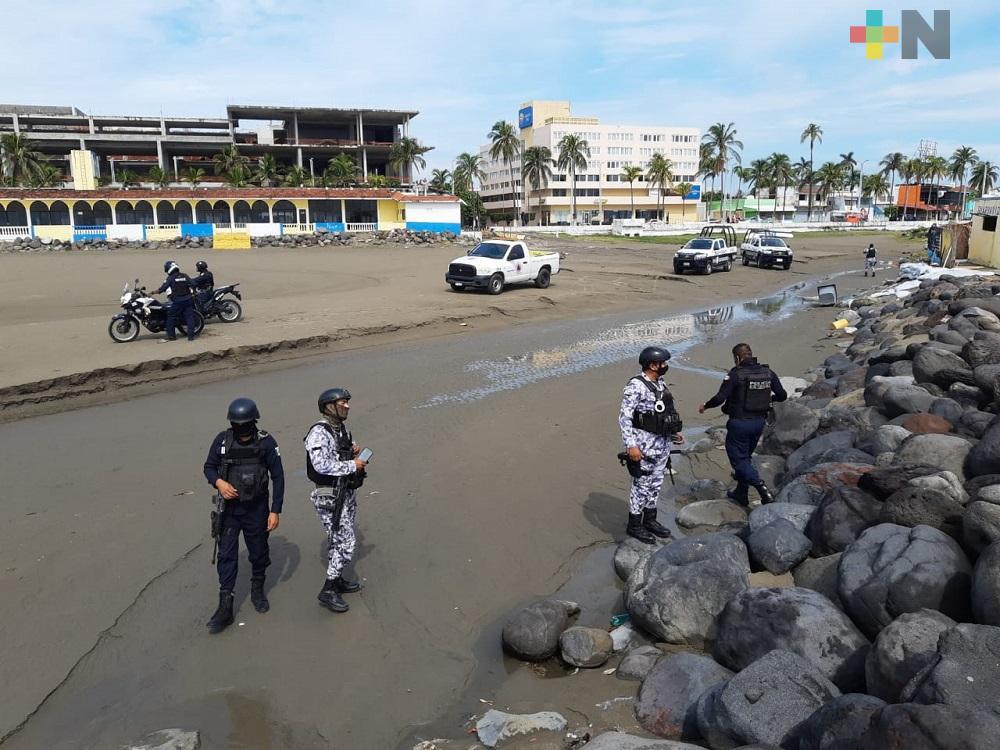 Extraño objeto flotando a orilla de playa moviliza a elementos policíacos