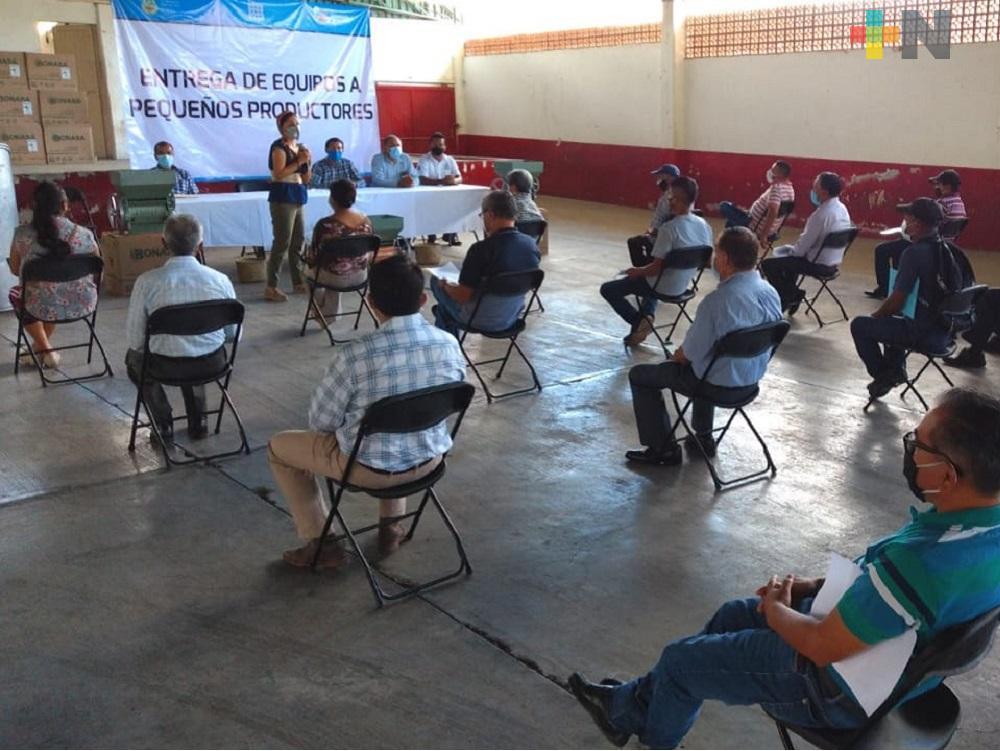 Con sana distancia, familias de Ixhuatlán del Café reciben subsidio federal