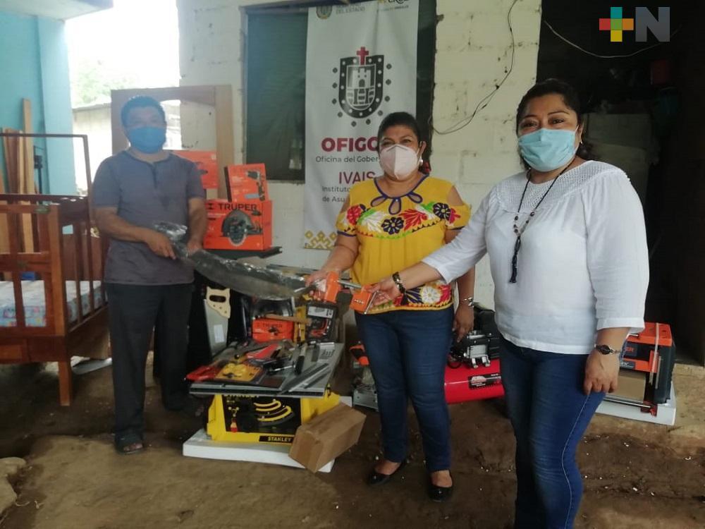 Gobierno del estado entrega apoyos para emprendedores del municipio de Oteapan