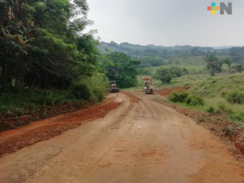 Inicia programa de rehabilitación de caminos interparcelarios en zona rural de Coatzacoalcos