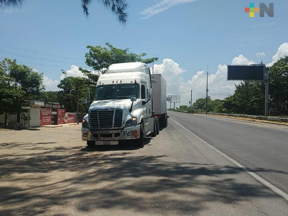 Por fuga de gas en contendor de tráiler, cerró Puente Coatzacoalcos I
