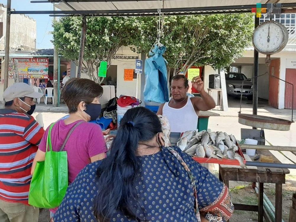 Por remodelación de malecón costero de Villa Allende, reubican a comerciantes de mariscos