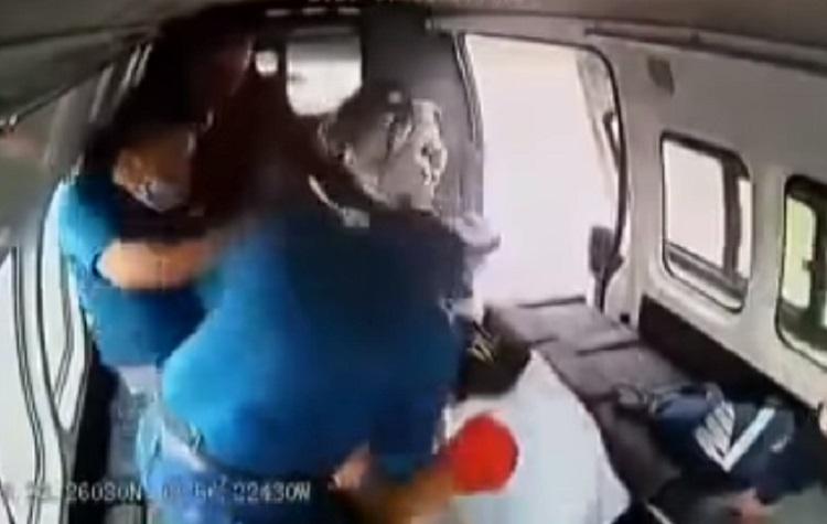 Realizan «meme» musical a ladrón que fue golpeado por pasajeros de una combi en el Edomex