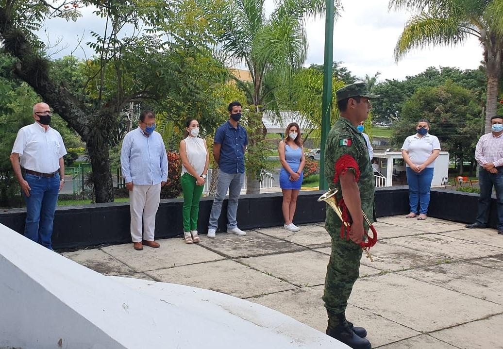 Delegaciones federales en Xalapa llevaron a cabo el «Toque de Silencio» en honor a trabajadores de la salud