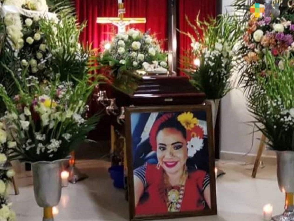 Rinden homenaje a Victoria Rasgado en Moloacán, tras fallecer por COVID-19