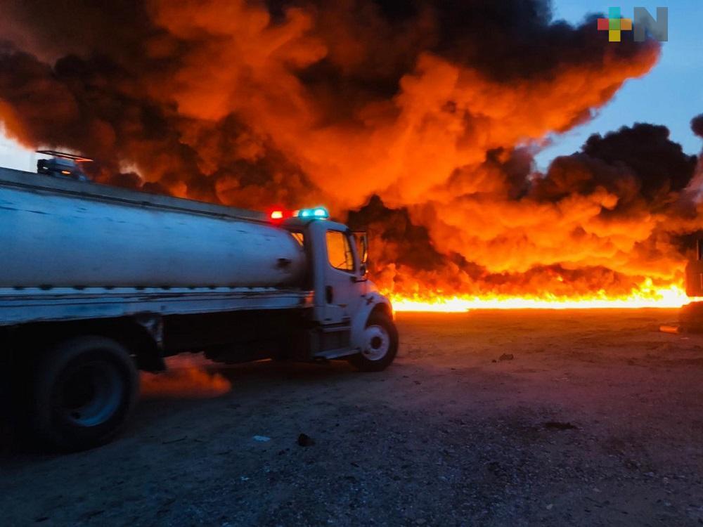 PC estatal y municipales controlan incendio en empresa de Residuos Industriales de Cosoleacaque