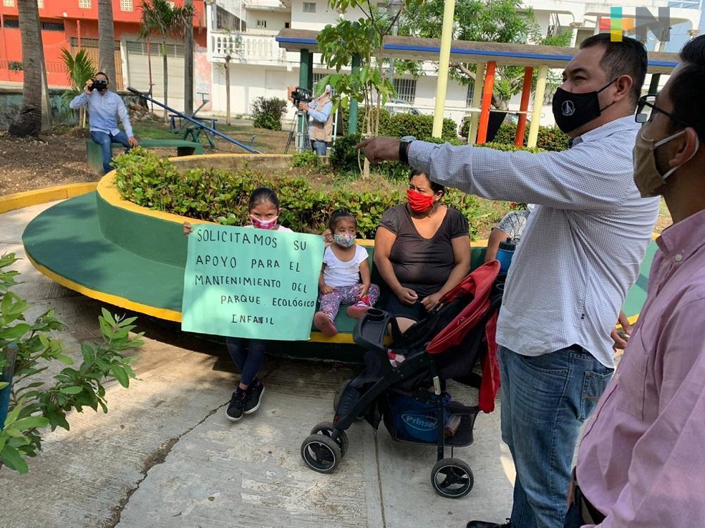 Secretario de Gobierno de ayuntamiento de Coatzacoalcos, atiende denuncia de colonos