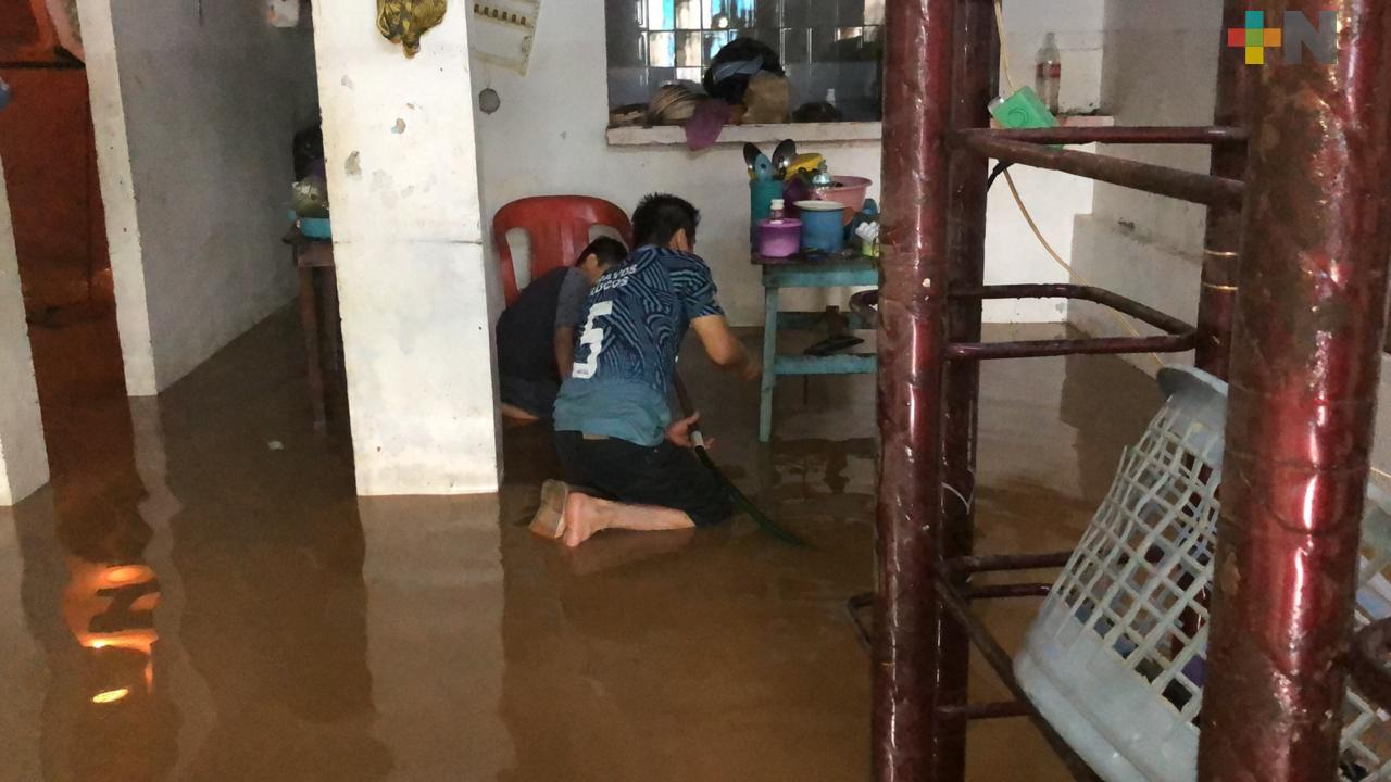 Viviendas de Acayucan resultaron inundadas tras la lluvia