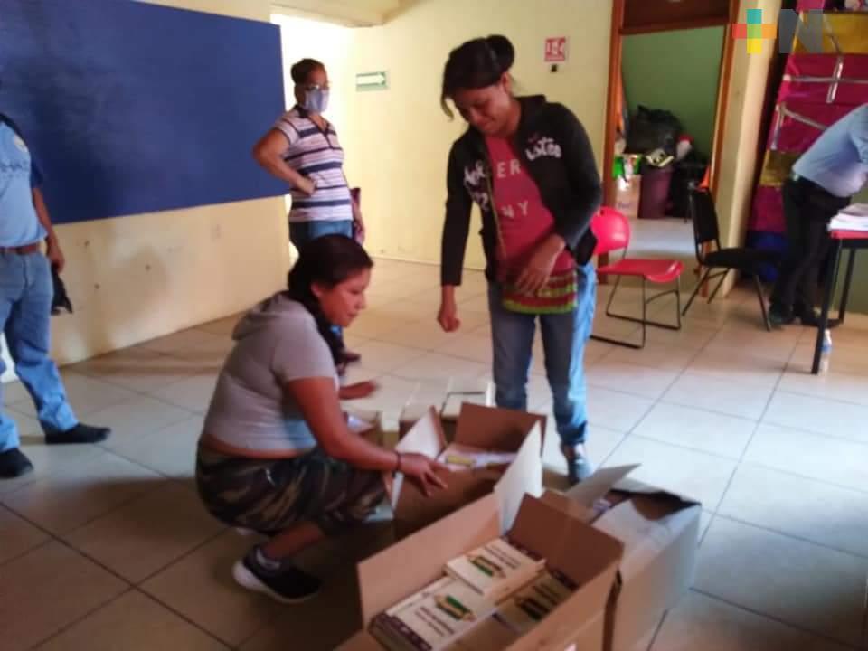 Llegan cuadernillos de la SEV a municipios  de la Huasteca Baja