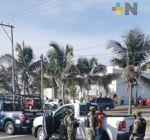 Detienen a presunto ladrón de camioneta de CFE, en carretera Boca-Antón Lizardo