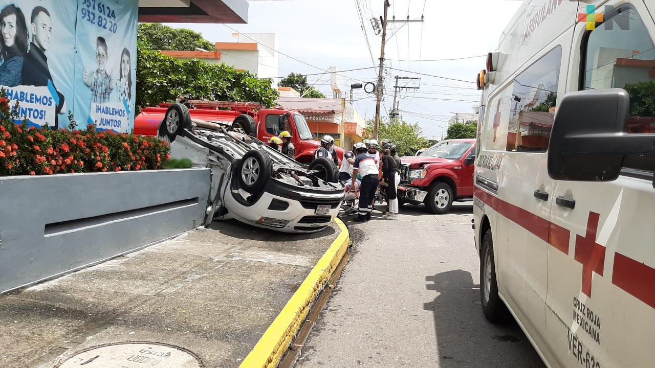 Una persona lesionada y daños materiales dejó el choque entre dos camionetas