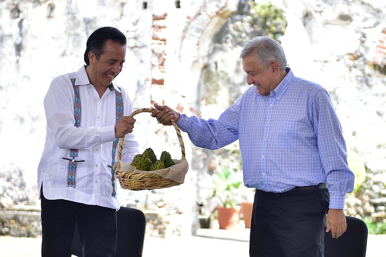 En Veracruz antes había puro gobernador mediocre y ladrón; Cuitláhuac es honesto: AMLO