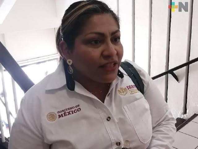 Reconocimiento a médico del ISSSTE en Coatzacoalcos alienta a personal a reforzar trabajo: directora
